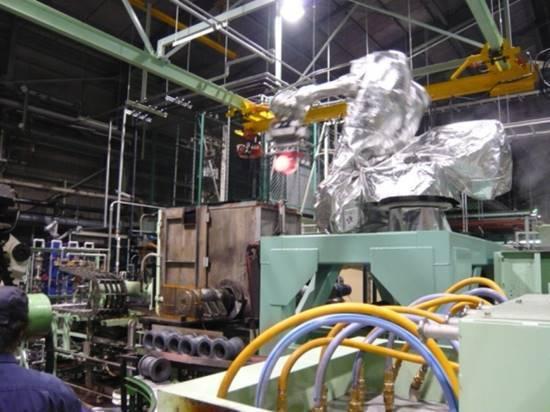 ローラー加熱品搬送用ロボット